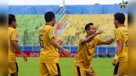 Laga Bhayangkara FC saat tampil di Piala Menpora 2021. - INDOSPORT