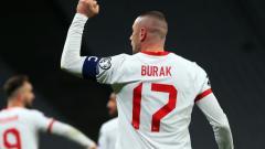 Indosport - Burak Yilmaz di laga Turki vs Belanda
