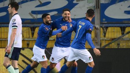 Selebrasi gol Domenico Berardi di laga Italia vs Irlandia Utara di Kualifikasi Piala Dunia - INDOSPORT