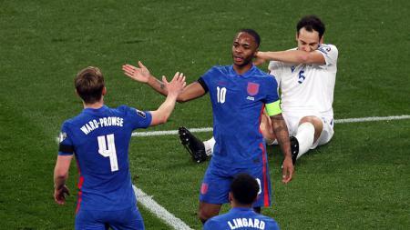 Raheem Sterling bisa jadi korban Gareth Southgate yang enggan mengandalkannya di Timnas Inggris. Hal ini dilatar belakangi performa kurang bagus sang bintang di Manchester City. - INDOSPORT