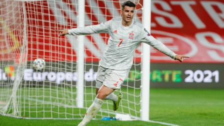 Alvaro Morata merayakan gol Spanyol atas Yunani. - INDOSPORT
