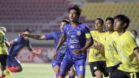 Laga Barito Putera vs Arema FC pada laga kedua grup A Piala Menpora 2021 di Stadion Manahan Solo. - INDOSPORT