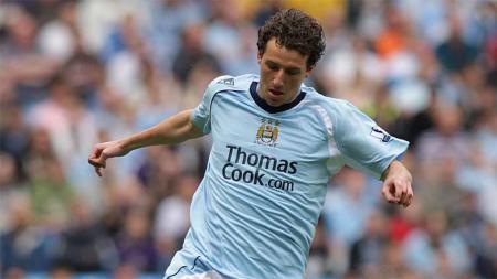 Elano Blumer, saat masih berseragam Manchester City. - INDOSPORT