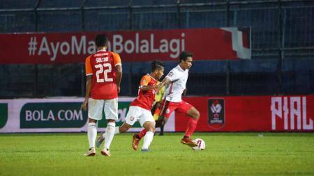 Aksi laga pertandingan antara Borneo FC vs Persija Jakarta pada Piala Menpora 2021. - INDOSPORT