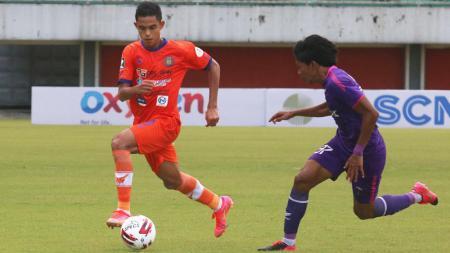 Penyerang Persiraja Aceh, Miftahul Hamdi, saat tampil di Piala Menpora 2021. - INDOSPORT