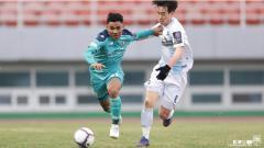 Indosport - Asnawi Mangkualam Saat Debut Bersama Ansan Greeners di Liga Korea Selatan
