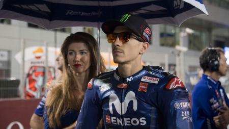 Pembalap Monster Energy Yamaha MotoGP, Maverick Vinales, bersiap di grid jelang balapan GP Qatar di Losail Circuit, Doha, Qatar, Minggu (28/3/2021). - INDOSPORT