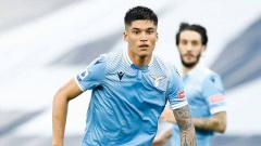 Indosport - Joaquin Correa jadi sorotan di bursa transfer musim panas. Pasalnya, bintang Lazio ini memicu persaingan antara dua tim London Utara, Arsenal dan Tottenham Hotspur.