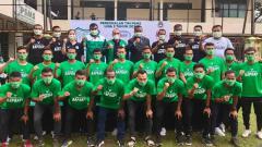 Indosport - Edy Rahmayadi (tengah) saat menghadiri perkenalkan tim PSMS Medan musim 2021.