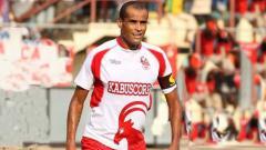 Indosport - Rivaldo kala berseragam Kabuscorp di tahun 2012.