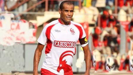 Rivaldo kala berseragam Kabuscorp di tahun 2012. - INDOSPORT