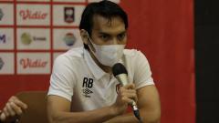 Indosport - Gelandang PSM Makassar, Rasyid Bakri, menghadiri sesi jumpa pers pralaga melawan Borneo FC pada laga terakhir Grup B Piala Menpora 2021.