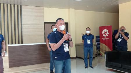 Ketua Umum PSSI, Mochamad Iriawan, saat berkunjung ke Stadion Si Jalak Harupat, Kabupeten Bandung, Kamis (01/04/21). - INDOSPORT