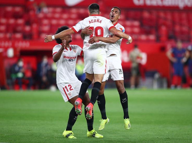 Laga antara Sevilla vs Atletico Madrid di pekan ke-29 LaLiga Spanyol, Senin (05/04/21) dini hari WIB. Copyright: Fran Santiago/Getty Images