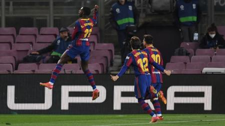 Ousmane Dembele (kiri) merayakan gol ke gawang lawan dalam laga pekan ke-29 LaLiga Spanyol antara Barcelona vs Valladolid. - INDOSPORT