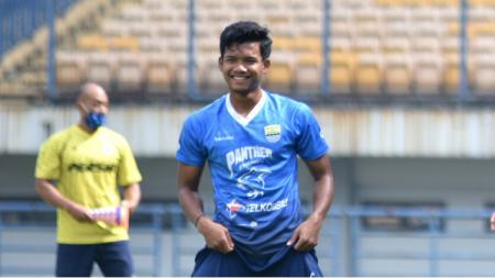 Bek Persib, Bayu Mohamad Fiqri, saat latihan di Stadion GBLA, beberapa waktu lalu. - INDOSPORT