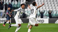 Indosport - Paulo Dybala (kanan) merayakan golnya ke gawang Napoli pada laga tunda pekan ke-3 Liga Italia antara Juventus vs Napoli, Kamis (08/03/21) dini hari WIB.