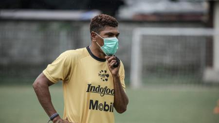 Asisten pelatih Bali United, Antonio Claudio menilai ada banyak faktor yang membuat Indonesia menjadi daya tarik pemain Brasil dalam berkarier. - INDOSPORT