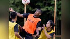 Indosport - Aidil Usman Diarra, striker trial Sriwijaya FC berdarah Mali yang menjadi kandidat kuat lolos seleksi.