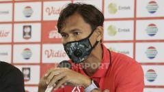 Indosport - Kapten PSM Makassar, Zulkifli Syukur, saat pre match press conference melawan PSIS Semarang, Kamis (08/04/21).