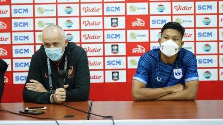 Pelatih PSIS, Dragan Djukanovic, saat konferensi pers bersama Wahyu Prasetyo. - INDOSPORT