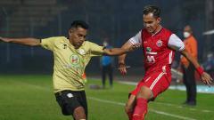 Indosport - Laga babak 8 besar Piala Menpora 2021 antara Persija vs Barito Putera di Stadion Kanjuruhan Malang.