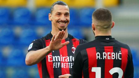 Terungkap isi percakapan bintang AC Milan, Zlatan Ibrahimovic, dengan pengadil lapangan sebelum ia dikartu merah di laga Liga Italia, Parma vs Milan. - INDOSPORT