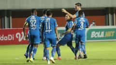 Indosport - Selebrasi Pemain Persib Usai Mencetak gol ke Gawang Persebaya di Piala Menpora 2021