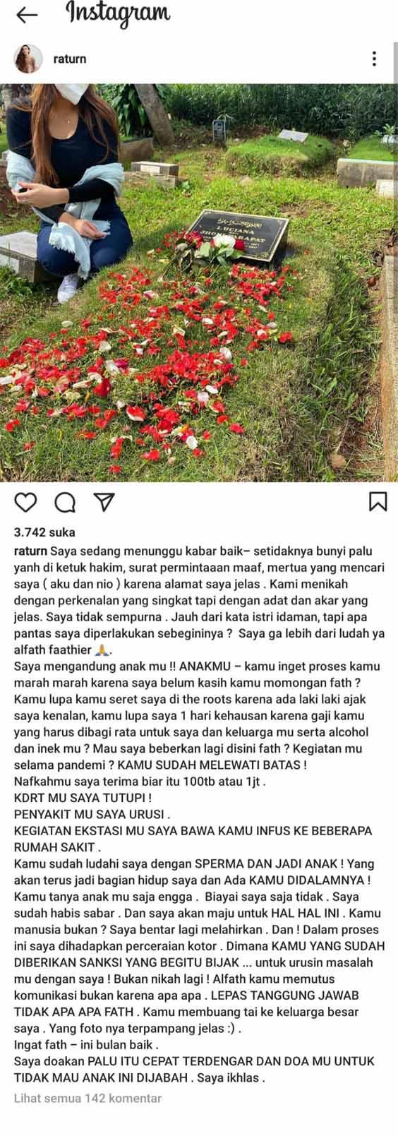 Makin memanas, Ratu Rizky Nabila kembali membongkar borok bintang Persija, Alfath Fathier melalui sebuah unggahan di akun Instagram pribadinya Copyright: Instagram/raturn