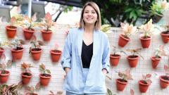 Indosport - Ketularan Anak, Tya Ariestya Punya Hobi Baru Main Sepatu Roda.