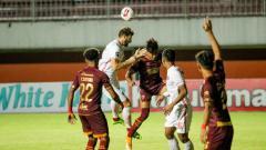 Indosport - Aksi Marco Motta di laga PSM vs Persija