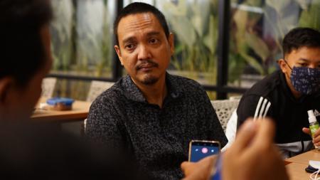 CEO PSIS Semarang sekaligus anggota DPR, Yoyok Sukawi, secara terbuka menyatakan dukungan kepada pemerintah untuk mengetatkan aturan naturalisasi pemain. - INDOSPORT