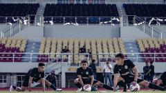 Indosport - Irkham Mila saat berlatih bersama PSS Sleman di Stadion Manahan Solo.