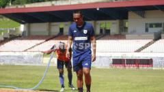 Indosport - Gelandang Persipura Jayapura, Muhammad Tahir usai berlatih bersama rekan-rekannya.