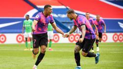 Selebrasi Kylian MBAPPE merayakan golnya dengan Mauro Icardi pada pertandingan Ligue 1 antara Paris Saint-Germain vs AS Saint-Etienne.