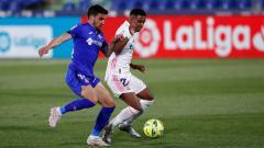 Indosport - Rodrygo Goes berduel dengan pemain Getafe.