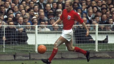 Legenda timnas Inggris dan Manchester United, Sir Bobby Charlton. - INDOSPORT