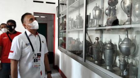 Ketum PSSI Mochamad Iriawan saat meninjau dalam bangunan Balai Persis saat acara HUT ke-91 PSSI di Solo, Senin (19/04/21). - INDOSPORT