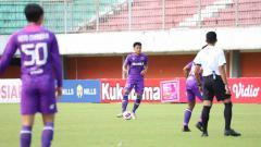 Indosport - Persita Tangerang resmi mendatangkan Herwin Tri Saputra (tengah).