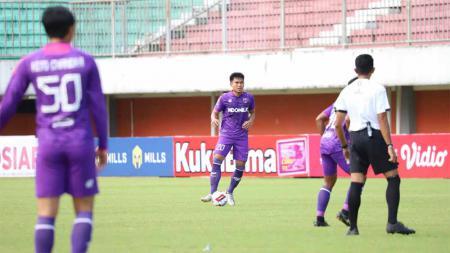 Persita Tangerang resmi mendatangkan Herwin Tri Saputra (tengah). - INDOSPORT