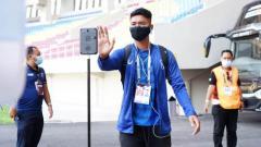 Indosport - Pemain PSIS, M. Rio Saputro, ketika menjalankan prosedur protokol kesehatan di Piala Menpora.