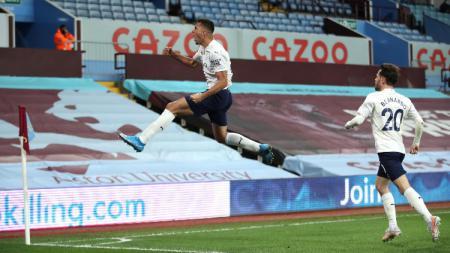 Selebrasi Rodri usai golnya membawa Man City unggul atas Aston Villa. - INDOSPORT