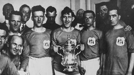Cardiff City menjuarai Piala FA usai mengalahkan Arsenal di final, 23 April 1927. - INDOSPORT