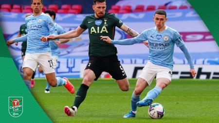 Duel Hojbjerg dan Phil Foden di laga final Carabao Cup Manchester City vs Tottenham Hotspur. - INDOSPORT