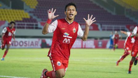 Selebrasi Osvaldo Haay usai mencetak gol pertama Persija ke gawang Persib pada leg kedua final Piala Menpora 2021 di Stadion Manahan Solo, Minggu (25/04/21).