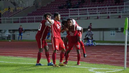 Selebrasi para pemain Persija atas gol pertama Persija ke gawang Persib yang dicetak Osvaldo Haay pada leg kedua final Piala Menpora 2021 di Stadion Manahan Solo, Minggu (25/04/21).
