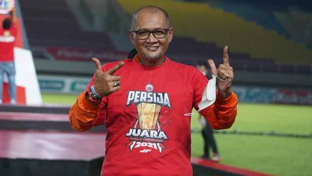 Pelatih Persija Sudirman saat prosesi penyerahan trophy Piala Menpora 2021 kepada Persija Jakarta di Stadion Manahan Solo, Minggu (25/04/21).