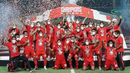 Persija Jakarta merayakan juara Piala Menpora 2021 usai mengalahkan Persib Bandung di final. - INDOSPORT