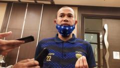 Indosport - Kapten Persib Bandung, Supardi Nasir, beberkan program latihan mandiri yang diberikan oleh sang pelatih, Robert Alberts.
