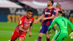 Indosport - Darwin Machis merayakan gol Granada ke gawang Barcelona